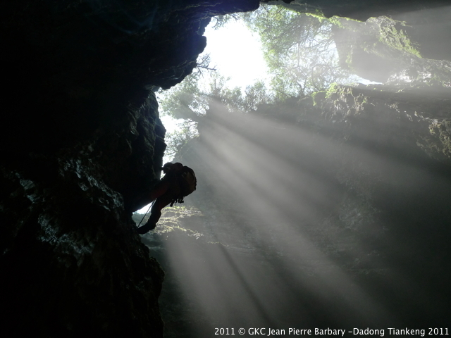 Puits d'entrée à la grotte de Qicaidong Zheng'an Fuyan Guizhou