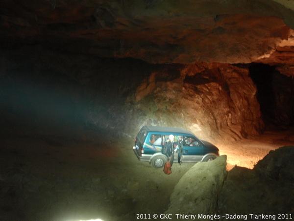 La grotte tunnel de Chuandong 穿洞 (Kedu, Pingtang 平塘 Guizhou)